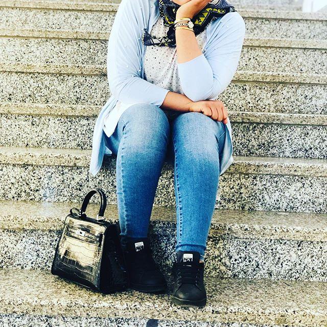 أحيانا الجلوس بمفرضي خير و أجمل ليس لأني وحيدة لكن لكي أرسم الطريق الصحيح و لمعرفةمن أهمه و من ينافقني 🦋🦋🦋.#hijabstyle #hijablove #hijabtutorial #dress #outfitinspiration #blogger #graduation #motivation #makeuptutorial #love #instagood #photography #me #tbt #cute #beautiful #fashion #selfie #fun #friends #smile #summer #likeforlikes
