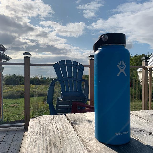 Hydro flask 40oz and a killer view of the ocean....2 of the best ways to enjoy water. @hydroflask @hydroflask.ca #hydrate #stayhydrated #hydroflask #water #waterbottle #insulatedwaterbottle  #hike #hiking #hikinglife #hikerheaven #hikeit #hikingcommunity #nature #wildlife #outdoors #naturalscenery #naturelovers #explorenature #outdooradventure #iphonexr #adventure #earth #forest #wild #ovrt #camping #hiking #getoutside