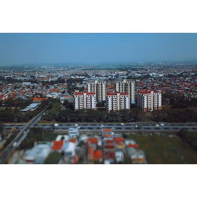 Tilt shift building  Apartment Sejahtera, Kebonsari, Surabaya 2019  #seethebiggerpicture #CreateMoments #aerialphoto #tiltshiftclub #tiltshiftphotography #aerialphotography #bbctravel #natgeotravelpic #mavicpro #djimavicpro #skypixel #skygrapher #dronestagram #dronenerds #nowitsepic #dronefolio #exploresurabaya #aslisuroboyo #lovesuroboyo #travelstoke #earthfocus #TV_architectural #rsa_architecture #geonusantara #folkindonesia #freeflyalta8 #seasiaig #gnfi #senjakreatif #pujinugroho