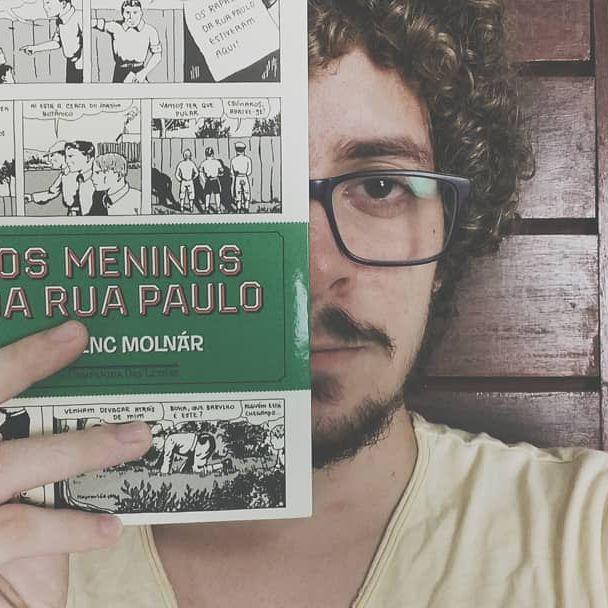 """Lido #5 Os Meninos da Rua Paulo do autor Húngaro Ferenc Molnár que acaba de entrar para o meu imaginário e favoritos da vida! O livro que me fez rememorar a melhor época da minha vida: a infância! Me senti parte daqueles garotos mirrados. Escrevo enquanto ouço o álbum """"Meninos da Rua Paulo"""" da banda IRA. 📖💜 QUE LEITURA!  #vsco #vscocam #vscobrasil #lidos #lendo #ler #leituras #livros #literatura #estantes #bibliotecas #amoler #amolivros #lovebooks #books #bookstagram #bibliophile #autor #novels #ferencmolnar #companhiadasletras #read #reading #bookworm #bookpic"""