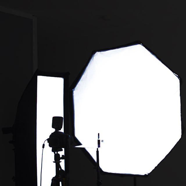 | 💄  f/11 | ISO 100 | 1/200th  Watch our behind the scenes: https://youtu.be/wjeEI2EVge4 🔗 link in bio ⠀⠀⠀⠀⠀⠀⠀⠀⠀⠀⠀⠀⠀⠀⠀⠀⠀⠀⠀⠀⠀⠀⠀⠀⠀⠀⠀⠀ ⠀⠀⠀⠀⠀⠀⠀⠀⠀⠀⠀ • • • ⠀⠀⠀⠀⠀⠀⠀⠀⠀ ⠀⠀⠀⠀⠀⠀⠀⠀⠀⠀⠀⠀⠀⠀ #workphlo #productshot #photographytutorial #productshoot #productshooting #productphotography #productphotographer #productphoto #studioshoot #lightingsetup #retouchingstudio #photographystudio #photographytips #photographyschool #photographyclass #productphotoshoot #commercialphotography #commercialphotographer #productretouching #fotografiadeproducto  #stripbox #speedlight #speedlights #adoramapix #offcameraflash #tether #softbox #striplight #ocf #yongnuoflash