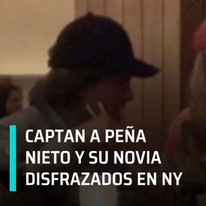 En redes sociales, circulan imágenes del expresidente Enrique Peña Nieto, quien fue captado disfrazado junto a su novia, la modelo Tania Ruiz, mientras cenaban en Nueva York. #enpunto. #peñanieto #taniaruiz #disfrazados #nuevayork #EPN