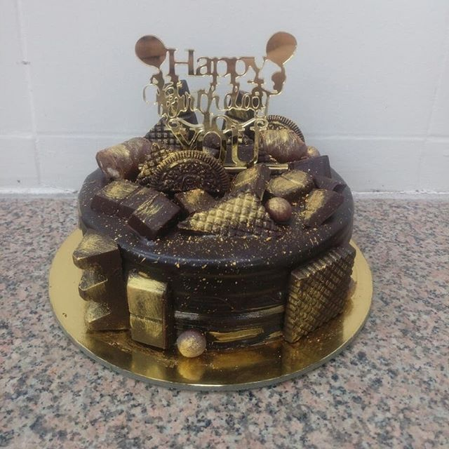 Why go looking for gold when you can find it right here. With this end your treasure hunt and indulge into this chocolaty delight... Order @rituscakedesigningstudio Checkout my YOUTUBE CHANNEL:  Ritu's Cake Designing Studio (Link in BIO) . . . #rituscakedesigingstudio #rcdstudio #simplynonfondant #easydiycakes #baking #cakelover #cakelove #cake #cakedecorating #instafood #food #foodlove #foodgasm #cakegasm #foodporn #cakeporn #instacake #foodstagram #cakestagram #foodislife #cakeislife #chocolategold #withoutfondant #gold #whippingcream #cakedecoration #chocolatecake #chocolate #chocolateoverloaded #chocolatefantasycake