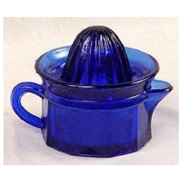 Vintage Cobalt Blue Juicer . . #vintage #vintagehome #vintagelove #vintagestyle #vintagelover #vintagedecor #vintagehomedecor #draxlovesvintage #vintageglass #vintageglassware #vintagekitchen #vintagekitchendecor #retro #retrokitchen #antique #antiques #draxlovesantiques #antiqueglass #antiqueglassware #cobaltblue #blue #vintagejuicer