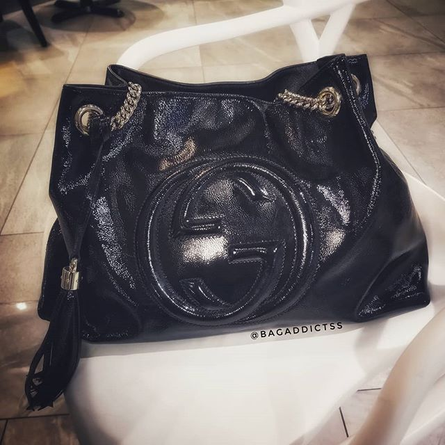 Hanging out with my study buddy tonight. On a side note, I love how shes still so shiny and catches the light just so, even after all these years. No complaints about Gucci quality 👌👌 . . . #gucci #guccitote #guccitotebag #guccisoho #guccisohotote #patentleather #baglover #botd #guccilove #guccilovers #logomania