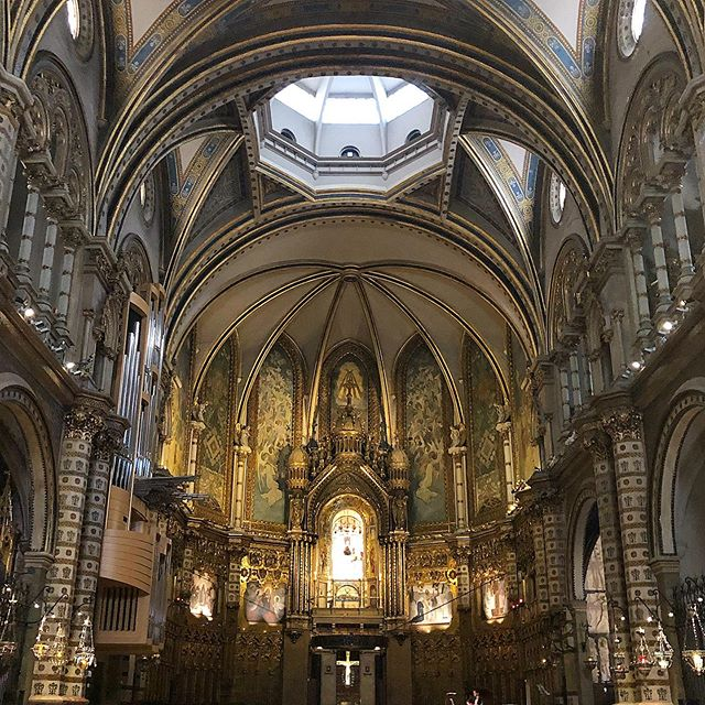 Montserrat, Catalunya Spain July 2019 #montserrat #catalunya #travelwithme #traveltheworld #travelmore #welltravelled #traveldeeper #architecture #spain #huntgram #seetheworld #aroundtheworld #travelblogger #beautifuldestinations #travelphotographer #welltravelled #travelblog #ig_travel #stayandwander #traveldiaries #neverstopexploring #photooftheday #instagood #traveler #travelmood #ig_europe #visitspain #burnmyeye #visualscollective #asi_es_catalunya