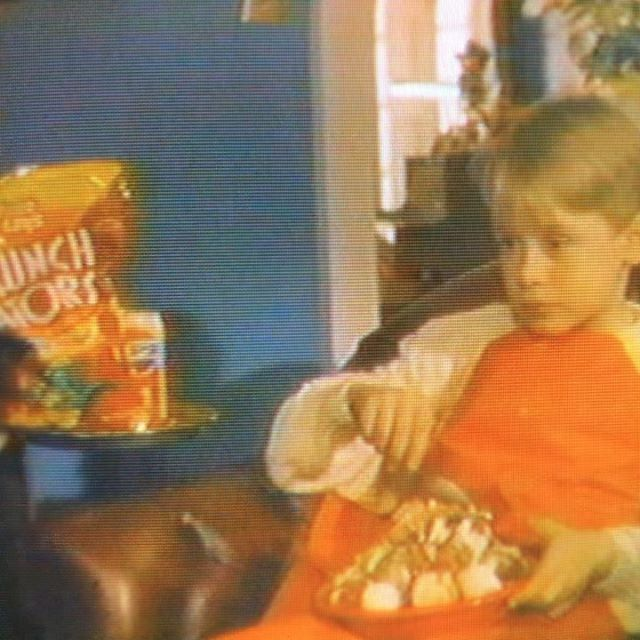 #vhseptember day 9! The category is #mondayfeelslikethis Monday's are great for me, it's always my day off.. Side note: @fritolay Please bring back Crunch Tators! 📼 #VHS #homealone #crunchtators