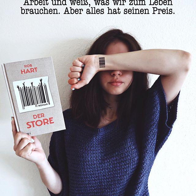 """""""Du bekommst ALLES IM STORE. Aber es hat SEINEN PREIS. Der Store liefert alles. Überallhin. Der Store ist Familie. Der Store schafft Arbeit und weiß, was wir zum Leben brauchen. Aber alles hat seinen Preis. »1984« und »Schöne neue Welt« waren gestern – die Zukunft von »Der Store« ist jetzt."""" Es handelt sich hierbei um einen dystopischen Roman. Ich liebe ja Dystopien und diese überzeugt auf ganzer Linie!! 😍😱❤️ #eshatseinenpreis #derstore @heyne.verlag @robwhart1 #booklover #bookworm #bookstagrammer #booknerd #bookaddict #bookishlove #bookcommunity #bookwormlife #igreads #bookishfeature #littlebookworm #bibliophile #epicreads #bookclub #buchblogger #buch #bücher #lesen #buchtipp #bücherliebe #buchempfehlung #instabook #leseliebe #bücherliebe #readingspot #thecircle #bookshelf"""