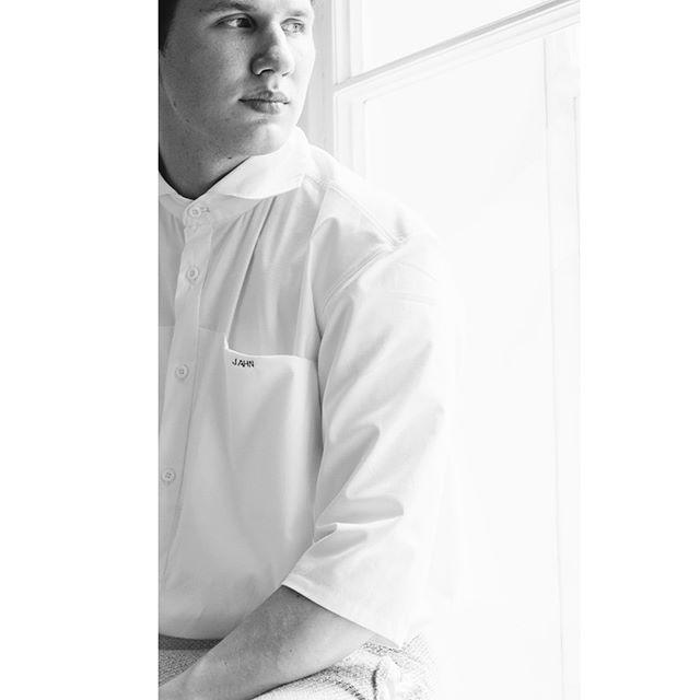 PHOTO: @marxosommer  CLOTHES BY: @moritz_jahn  #hofburg #vienna #wien #vienna #photography #photo #gameoftones #vision #wien_love #wienerlinien #fashion #moritzjahn #jahn #blackandwhitephotography #blackandwhite #blackandwhitephoto #bwphotography