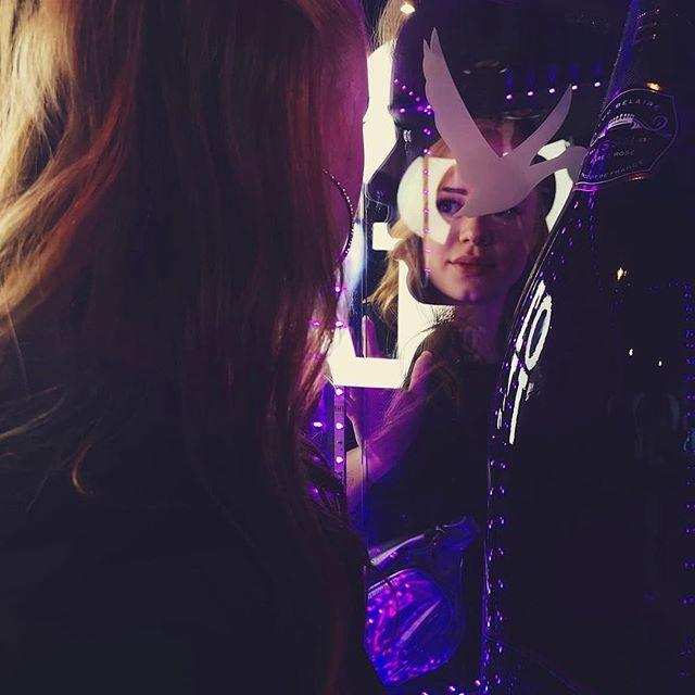 The Fresh Princess of Belaire oder so🤷🏼♀️ . . Photo as always by @misterflopatrick 💕 #vienna #belaire #blackbottlegirls #vie #girl #gingergirls #redheadgirl #enjoylife #summer #summervibes #austria #love #thankful #reflections #citygirls