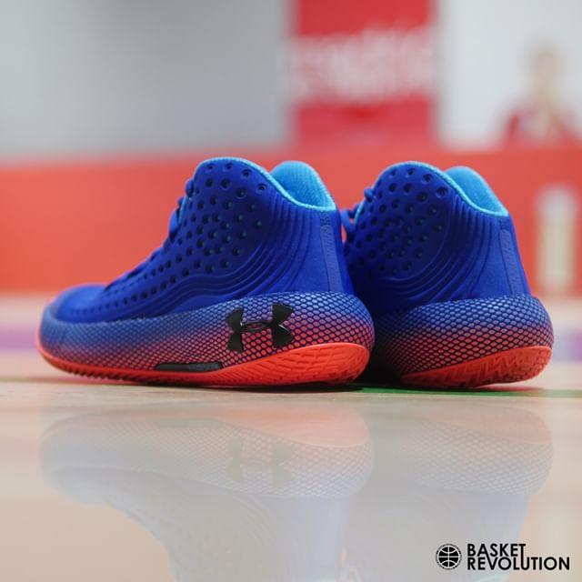 𝗨𝗻𝗱𝗲𝗿 𝗔𝗿𝗺𝗼𝘂𝗿 𝗛𝗢𝗩𝗥 𝗛𝗮𝘃𝗼𝗰 𝟮 '𝗣𝗵𝗶𝗹𝗮'  La estabilidad. dentro de una zapatilla 360º, hecha con las mayores atenciones a calidad y una estética que que no deja indiferente a nadie, la HOVR Havoc, está aquí para quedarse. ⠀⠀⠀ •⠀⠀⠀ •⠀⠀⠀ •⠀⠀⠀ •⠀⠀⠀ #basketrevolution #baloncesto #basketball #nba #hovr #havoc #hovrhavoc #uabasketball #underarmour #zapatillas #sneakers #kicks #zapatillasdebaloncesto #sneaker #islasfilipinas46 #lopezdehoyos129 #serrano127