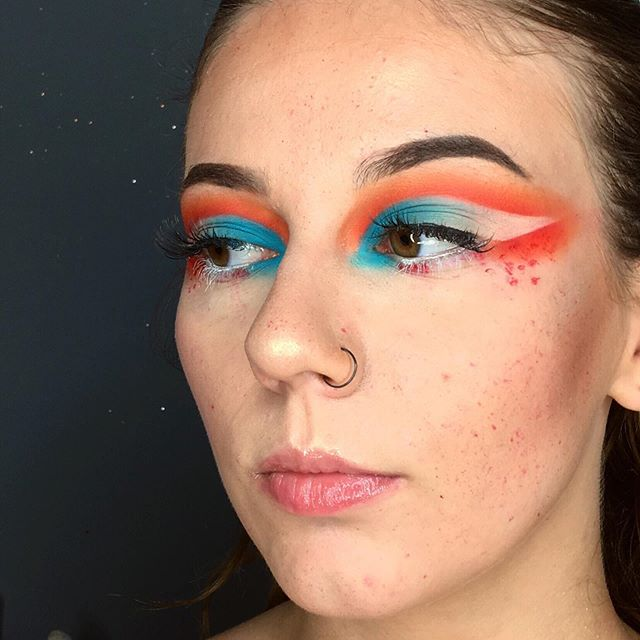 "Something different 🙈 makeup inspired by @ida_elina ~~~~~~~~~~~~~~~~~~~~~~ ℬ𝓇𝑜𝓌𝓈: @thekatvond @katvondbeauty - 24 - hour super brow long-wear pomade <dark brown> @evelinecosmetics eyebrow corrector ℰ𝓎𝑒𝓈: @lovelykosmetyki ""liquid camouflage"" <01> @bperfectcosmetics @staceymariemua ""carnival xl palette"" @miyo_makeup_ ""five points palette"" <carnival> ℒ𝒶𝓈𝒽𝑒𝓈: @evelinecosmetics ""extension volume"" mascara ℱ𝑜𝓊𝓃𝒹𝒶𝓉𝒾𝑜𝓃: @goldenrosepolska @goldenroseofficial ""total cover"" <02 ivory> @lovelykosmetyki ""liquid camouflage"" <01> ℋ𝒾𝑔𝒽𝓁𝒾𝑔𝒽𝓉𝑒𝓇: @anastasiabeverlyhills @norvina - aurora glow kit  𝒞𝑜𝓃𝓉𝑜𝓊𝓇𝒾𝓃𝑔: @lovelykosmetyki ""matte face bronzer""  ℒ𝒾𝓅𝓈𝓉𝒾𝒸𝓀: @avon_polska ""plump it lip gloss "" ~~~~~~~~~~~~~~~~~~~~~~ #muasfeaturing #makeupfeed #mua #eyetutorial #creativemakeup #eyelooks #linerandbrows #makeuplooks #wakeupandmakeup #slave2beauty #wakeup2slay #brow_game #undiscovered_muas #insta_makeup #makeupaddict #anastasiabrows #featuremuas #polishmakeup #polishmua #100daysmakeupchalange #followme #hudabeauty #abhbrows"