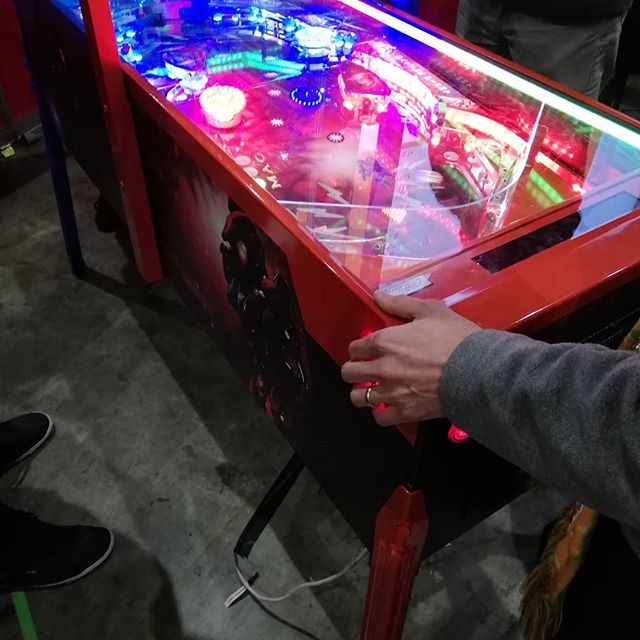 A highlight of PAX AUS 2018 was Grant Levey's homebrew pinball machine, Red vs Blue Battle Pinny. Super fun, super innovative, super popular #paxaus2018 #PAXAUS #redvsblue #pinball #pinballmachine #arcadegames #retrogaming
