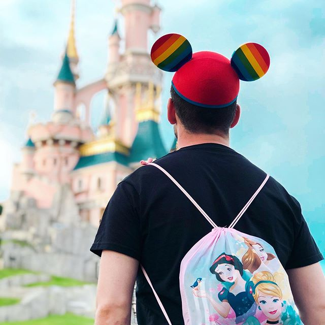 werbung/unbezahlt 💫A Dream is a wish your heart makes! I dreamed years for this moment. And together @holger_montgomery every of our dreams will come true 💫❤️ Was ist Dein Disneytraum?  #tothemoonandback . . . . #Disneyland#Disney#Gaydisney#DisneyGrammer#Disneygrammers#Disneygram#welovedisney#Disneycouple#DisneylandParis#DisneyBoy#DisneyBoys#Disneypride#Disneylife#Disneyart#Disneyfan#disneyprince#couple#dlp#gaycouple#GayLife#BeardedGays#Gaybeard#GayGermany#fairytale#CoupleGoals#DisneyInfluencer#DisneyBlogger#gayprince