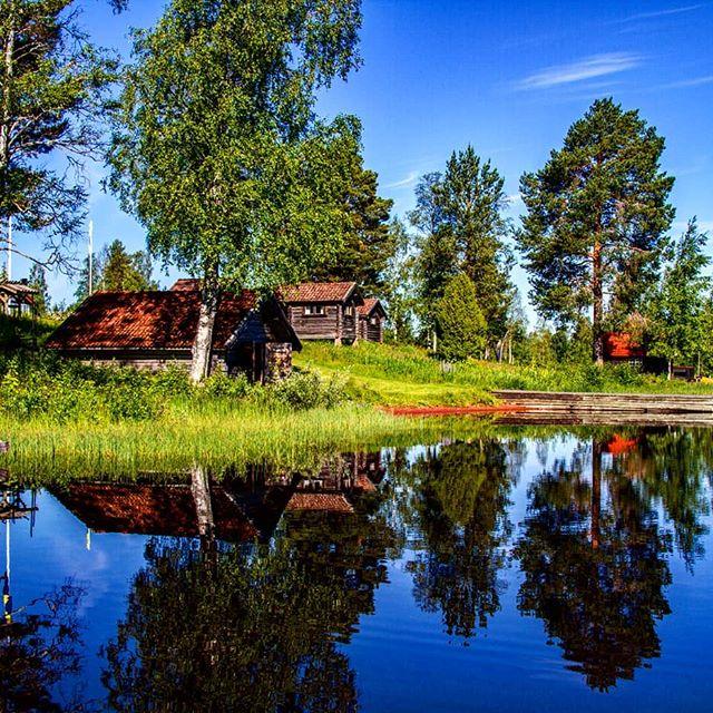 Summer memories from Dalarna county Sweden #sweden_by_us #sky_captures #sky_mania#coolsunshotz #ig_week_nature #ig_sweden #sweden_photolovers #swedennature #ig_week_nature #onlythebestcaptures #loves_united_sweden #sweden_by_us #raw_sweden #visit_sweden #loves_sweden #ig_lookatme_thesun #sverige #sunnyday #amazingbeautifulearth #mountain_world #waterreflections #watershots #ig_europe#instagramers #ig_dalarna #siljan #welcometoreflections #insta_sky_reflection #naturfriends #ig_week #onlythebestcaptures #loves_united_sweden#sweden_by_us#watercapture #amazingbeautifulearth #sollerön