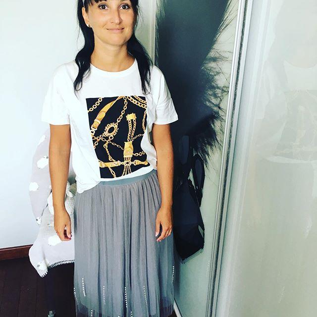 Dobrego startu w nowy tydzień ❣️. #polskakobieta #polskadziewczyna #dom #warszawa #moda #brunetka #polishwoman #polishgirl #warsawgirl #warsaw #home #brunette #outfit #moda2019 #mojstyl #styl #details #fashion #fashionblog #interior #design