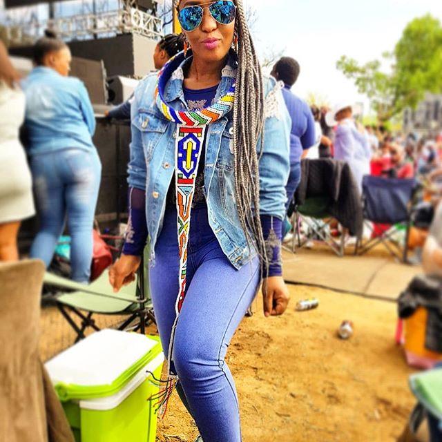 Syled by #Duduposhart #Todayiamwearing #OOTD #ootnmagazine #fashion #love #cute #outfitoftheday #fashionblogger #fashioncolors #womenstyle #outfitinspiration #fashion #style #trendy #instafollow #instaoutfit #jeggings #womenstyle #proudtobeawoman #ootnmagazine #fashionable #ootn #styleblogger #black #instafollow #bathu #mylooktoday #streetfashion #ndebele #beret #instalookbook #instafashion #festivaloutfit