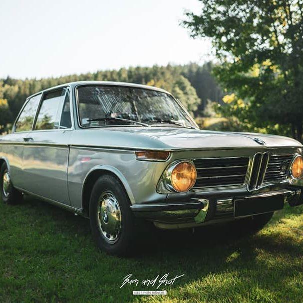 """On continue cette série """"BMW"""" avec cette magnifique 2002 😍  Vous aimez ? 😱🤞 #bmw #bmw2002 #2002 #old #classiccar #car #classic #oldcar"""