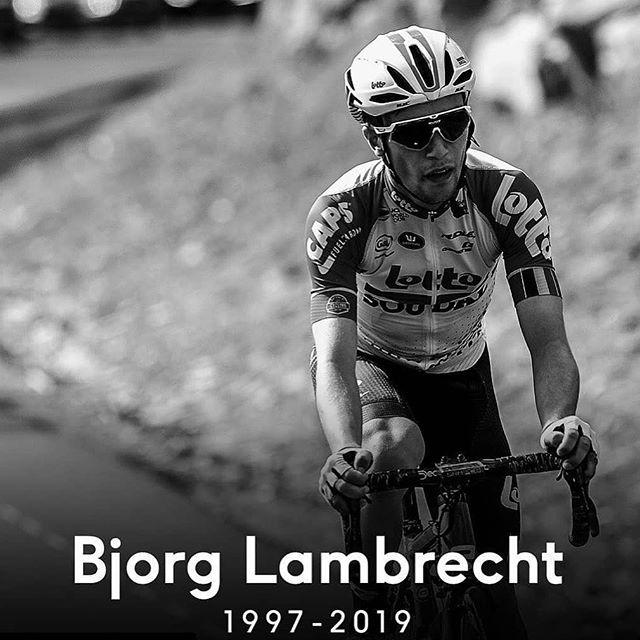 Évacué lors de la 3ème étape du tour de Pologne, Bjorg Lambrecht est décédé de ses blessures à 22 ans.  Il est inconcevable en 2019 d'accepter cela, mais c'est la triste réalité, malgré le casque et les progrès techniques on meurt encore sur le vélo... 😪 Nos condoléances à sa famille et au Team Lotto. @lotto_soudal
