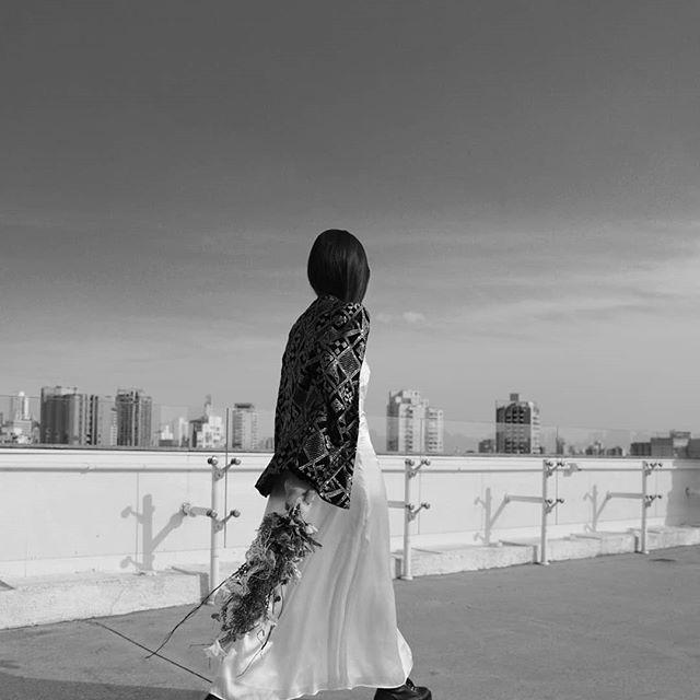 •Estou muito apaixonada por esse editorial, tá perfeito e quem concorda respira! hahha ✨📸💕 Photo/Styling: @ntt_lin  Model: @yastomaz (musa) . . #linfotografia #fashionphotographer #ffw #vogue #moda #editorial