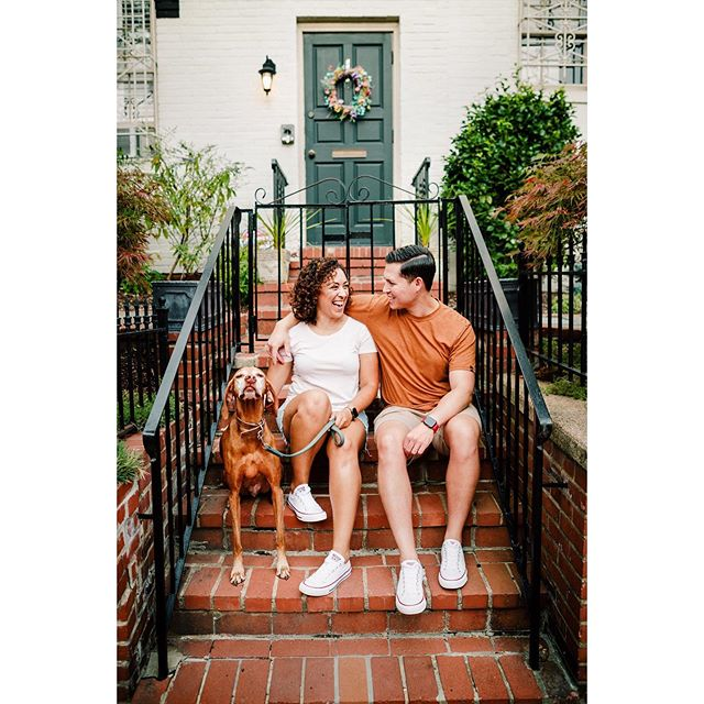 Autumn is coming! 🍁Happy first day of September, everyone!! 🤗I leave you with a few frames I made for Jen & Russell (and Levi 🐶) in Washington D.C. last week on a wonderfully random stoop near the Capitol building. 📷#FindInspiration #FallColors #FurFamily #BravoImage ✨