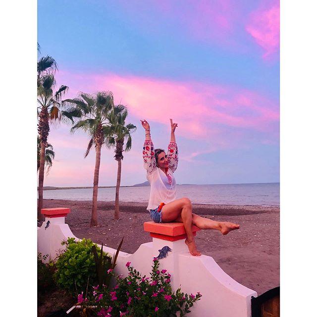 𝙱𝚛𝚒𝚗𝚐 𝚌𝚘𝚕𝚘𝚛 𝚝𝚘 𝚖𝚢 𝚜𝚔𝚒𝚎𝚜 💕✌🏼 . . . 𝚜𝚒𝚗 𝚏𝚒𝚕𝚝𝚛𝚘 . . #loreto #pinksky #loretopueblomagico #bajacaliforniasur #vacacionesenfamilia