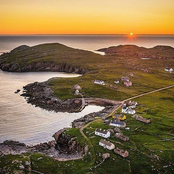 Wow!!! What a beautiful view😍Tag that person you wish to visit with🤗 Gola Island, Donegal🇮🇪💚❤️ #island #ireland #donegal #irish . . 📸by @rory_odonnell 👏📸🏆#irish_daily #photooftheday