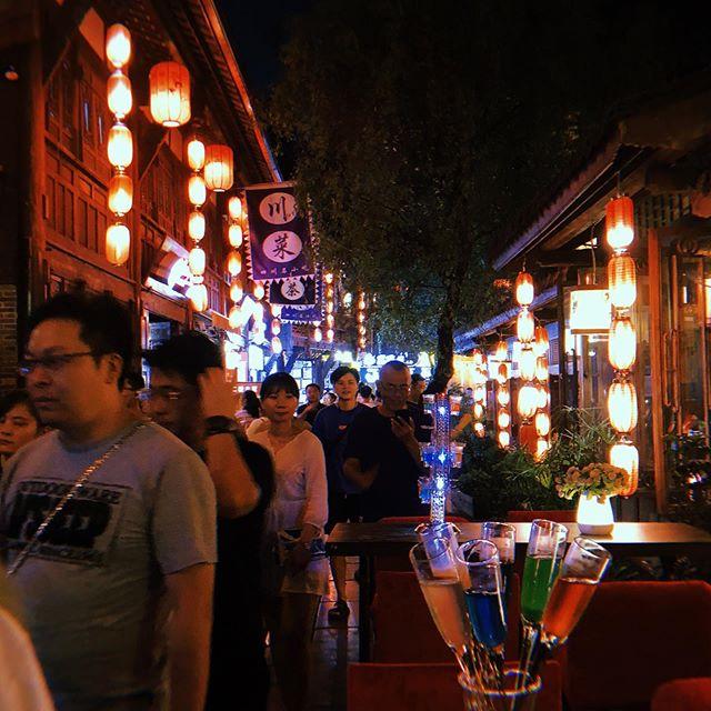 2019 China Chengdu  四川 成都 第一次來到這個麻辣之都 算是真的有被辣到 這個城市步調緩慢算是舒服的 感謝同行的夥伴們 我們一起平安回到家了❤️ @chung_chen.liu @michaelpao0324 @waacking_baby @waving_gu @kerwin_pop @shem_czf @benson_xianp @rannyliu #popping #dance #kod #keepondancing #chengdu #china #trip #poppinryan