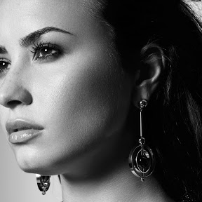 Demi Lovato - Topic