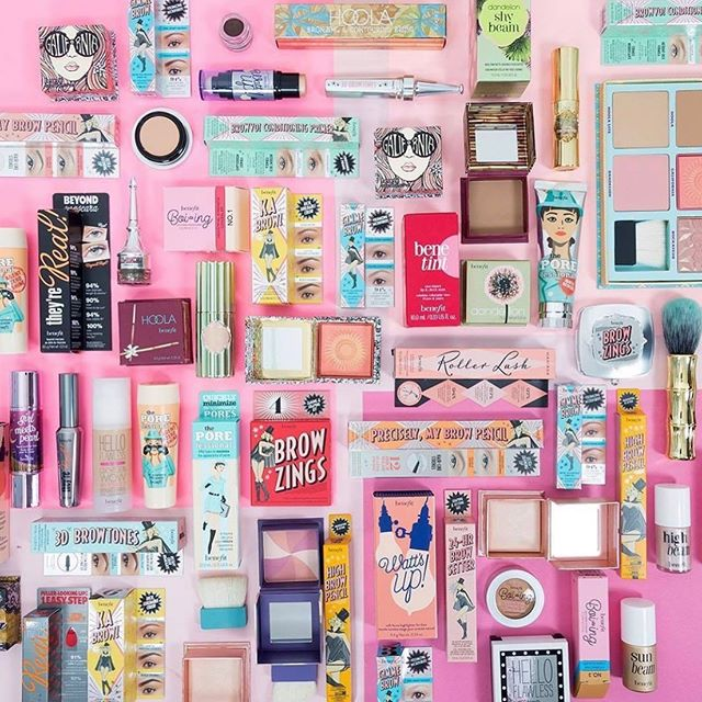 Monday mood!! 😍 Deja un emoji PINK 💞🛍🎀🎟 si te alegra iniciar la semana con #makeupaddiction #beautyjunkie #benefitlover #mondaymood