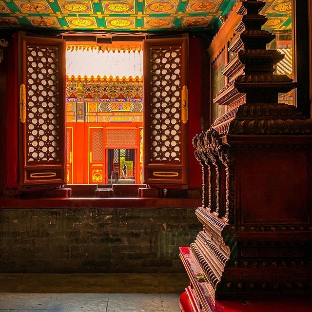 Looking through history — A chamber of Lama Temple. 📷Xiaowei @greatwallmylove  Edit: sassia @greatwallmylove . . . . . . . #igchina #VisitBeijing #shotoniphone #travelanddestinations #lightroompresets #worldmobilephotography #travelinspiration #artofdestinations  #wonderful_location  #travel_magazine  #ig_color #travelblog #greatwallmylove #travelanddestinations #meettheworld #ig_worldclub #chinadestinations #worldshotz #ig_myshots #travelpost #travelawesome #traveldeeper #ig_architecture #city_explore #chinainsider #chinasights #ig_bestshots #beijingtrip #hello_wordpics #travelphotography
