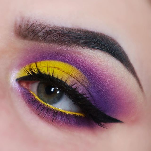 """One of my favourite looks💛💜 Products used: 💄 @certifeye The Affinity Palette 💄 @colourpopcosmetics Creme Gel Liner """"Punch"""" 💄 @nyxcosmetics Epic Ink Liner • • • • #eyeshadow #makeup #eyeshadowpalette #eyeshadows #colourpop #makeuptutorial #eyeshadowtutorial #certifeye #affinitypalette #nyx #nyxcosmetics #yelloweyeshadow #purpleeyeshadow #undiscovered_muas"""