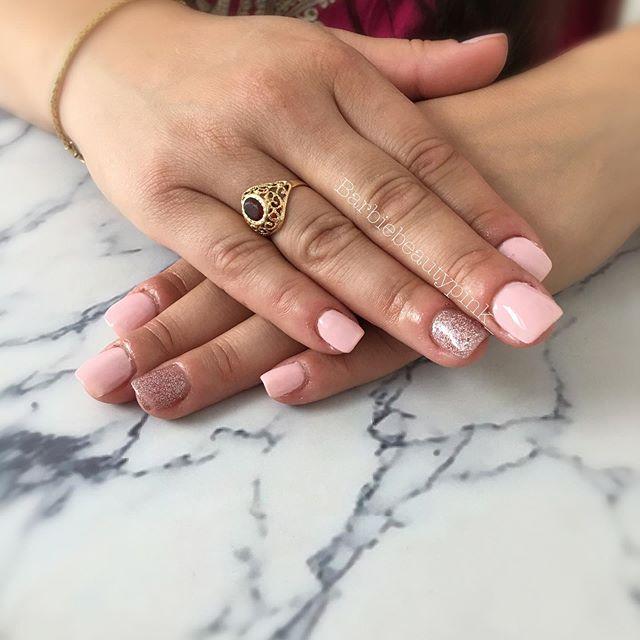 • 𝚂𝚎𝚖𝚒 𝚙𝚎𝚛𝚖𝚊𝚗𝚎𝚗𝚝 | sur ongles naturels . Merci @aniss_anissou pour ta confiance ✨ • #ongletarare#ongleensemi#semipermanent#semipermanentnail#nailsofinstagram#nailsinstagram#fashionnail#pinknail#glitternail#glitternails