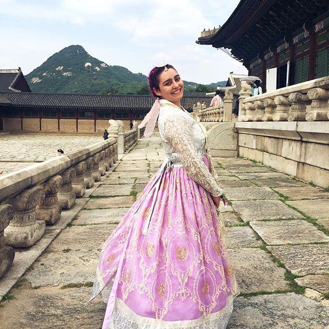 Dressed to impress 🇰🇷👑 💕👸🏻 #seoulkorea #seoultravel #gyeongbokgung #gyeongbokgungpalace #hanbok