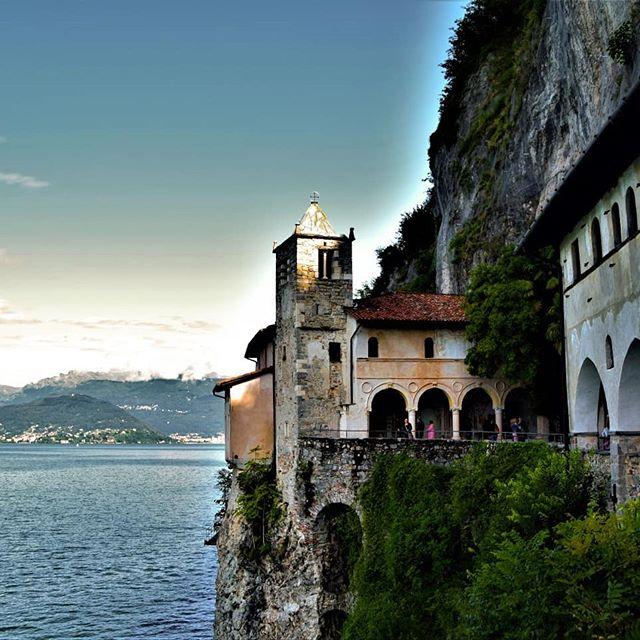 Ermitage Santa Caterina del sasso.. Lac Majeur Italie