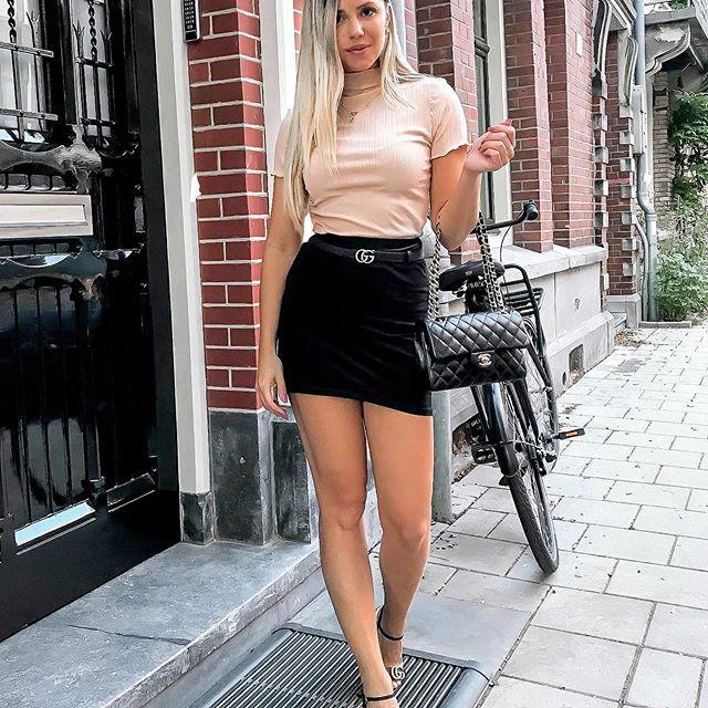 Ladies! ✨ Vanaf vandaag t/m 27 aug kun je bij @nakdfashion shoppen met 25% korting! Op alles dus ook op SALE items! Gebruik de code YVONNE25 😘❤️#nakdfashion #ad