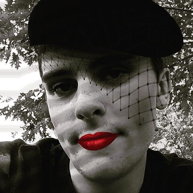 I'M BEAUTIFUL!!!! . . . . #instagramfilter #noir #makeup #costume #beauty #beautiful #lipstick #redlipstick