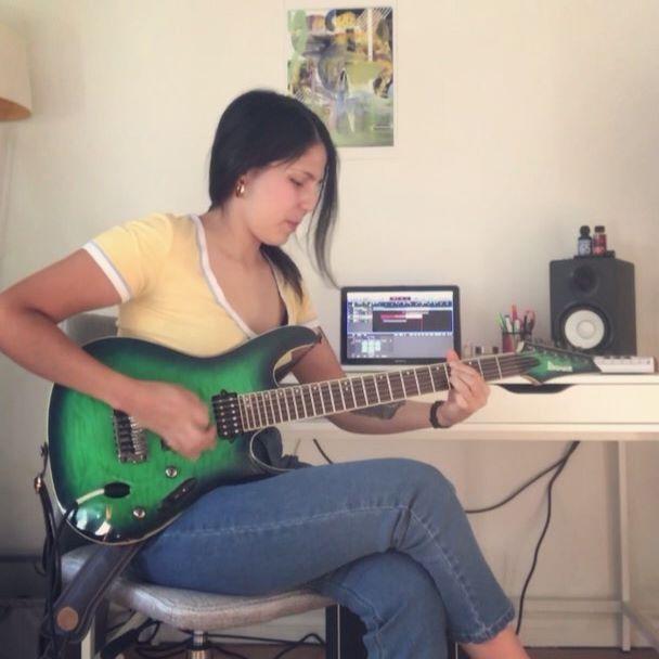 Celebrating I have actual weekends again 🧢 playing Sunhead by @plini  I'm writing a lot of new stuff that I can't wait to share with you guys! 🙆🏻♀️ . . . . . . . . . #sunhead #plini #pickupjazz #guitarcover #ibanezguitars #ibanezprestige #torontoguitarist #guitarriff #logicx #yamaha #riffwars #knowyourtone #guitarsdaily #guitargirl #prog