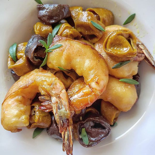 #surfandturf Leftovers: Beijing beef and Teriyaki Chicken. Upcycled: tumeric tortellini Side:Kauai Shrimps in Honey & Mochiko batter. Sauce Pecan brown butter. So Ono!! #moltoono . . . .#leftovers #kauaishrimp #tumeric