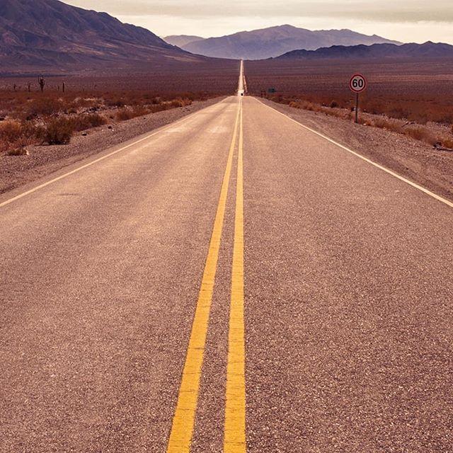 """""""Voy por rutas que desconocía Donde el viento sopla vida Puedo oírlo Late bien mi corazón  Si querés nos vamos juntos (si querés nos vamos ya) Donde ver nacer el sol, escuchando esta canción""""🎶 _ _ _ _ _ _ _ _ _ _ _ #paisaje #landscapes #travelpics #rutasargentinas #ruta40 #roadtrip #travelphoto #argentinasalvaje #tripinargentina #salta #travelsalta #travel_captures #instaviajes #instaruta #norteargentino #visitArgentina #travelaroundtheworld #travelsouthamerica #aventura #viajesporelmundo #ig_latinoamerica"""