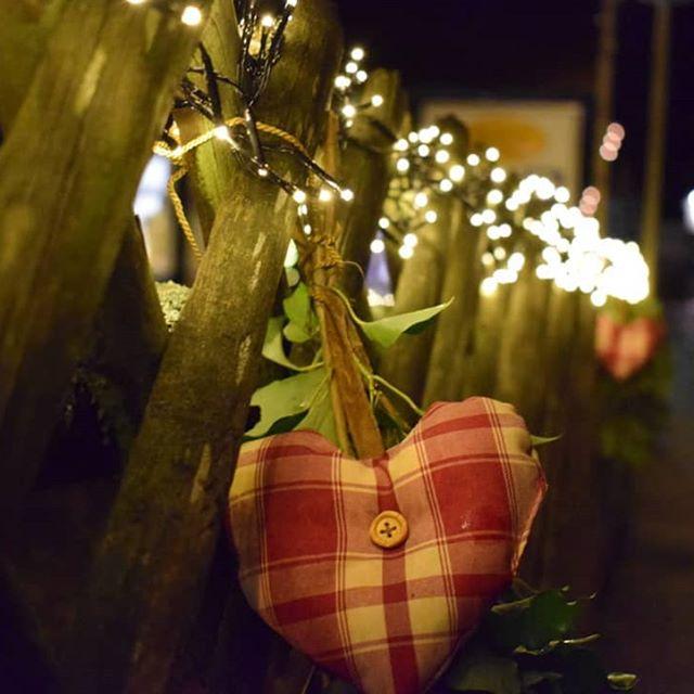 Wir wünschen einen schönen 2. Advent ❤⭐ ♡♡♡♡♡♡♡♡♡♡♡♡♡ #sasbachwalden #unsereheimat #2 #advent #ortenau #meinbw #schwarzwald #lichterzauber #herz #wundervoll #weihnachtsdeko #dezemberträume #besinnliche #vorweihnachtszeit #christmas #light #shining #village #evening #blackforest #selvanegra #pueblo #luz #corazón #navidad