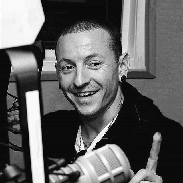 i miss his smile and i miss seeing every new interview of him. he would always cheer me up and entertain me, always filling me with joy. i would want to share with everyone something that he had said or something funny thing he did. i just miss those times so bad . . . . . . . . . . . . . . . . . . . . #chesterbennington #chestersmile lp #linkinpark #chesterforever #lpforever #lpfamily #lponefamily  #onemorelight #oml #lplive #chestercharlesbennington #chazy #chazy #chesterbenningtonisperfect #bennington #fuckdepression #lpsoldiers