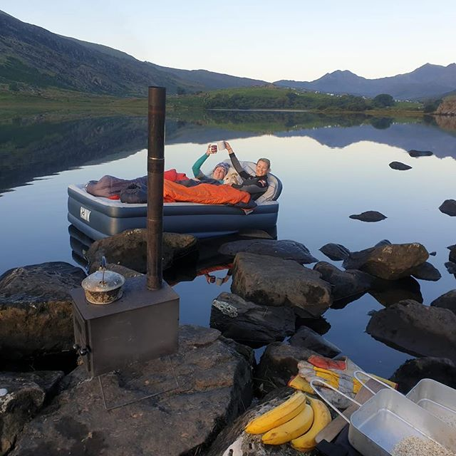 Breakfast in bed 👌🏼 What a night 😍 shooting stars, bats, fishes next to the bed. Floating around a lake has to be up there on my list of favourite ways to fall asleep 😜  New Video #linkinbio👆  @outbackerstoves  @freebirds_adventures_  #bemorerandom #bedroomviews #snowdonia #snowdonianationalpark #visitwales #breakfastinbed #roomwithaview❤️ #roomwithaview #womenwhoexplore #femaleadventurer #lakeviews #sunrisers  #morningglory #lakelife #nightunderthestars #sleeping #wildcamping #wildcampinguk #wildcampingwales #femaleyoutubers #youtubevideos  #reflection #morningcuppa #5starhotel #outdooradventures #lifeisbetteroutdoors
