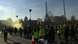 'Yellow Vest' protesters march towards Eiffel Tower