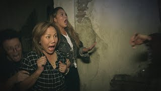 Average Andy, Chrissy Teigen and Her Mom Go Through a Haunted House