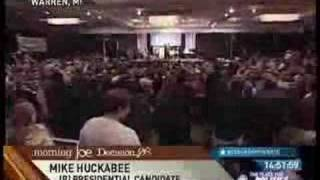 Mike Huckabee wants to replace the Constitution
