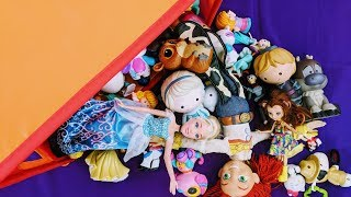 Box of Toys in French for Children:  Bratz, Barbie, Minnie Mouse and so much more!!