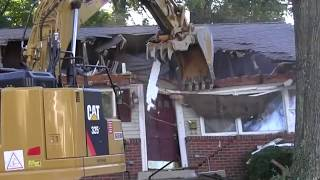 Demolition dancing: Bring down the houses